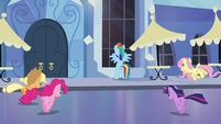 Ponies running towards Spa S3E12