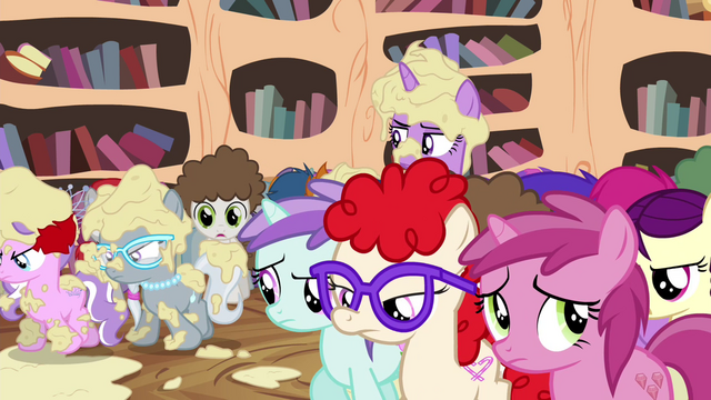 File:Foals leaving the library S4E15.png