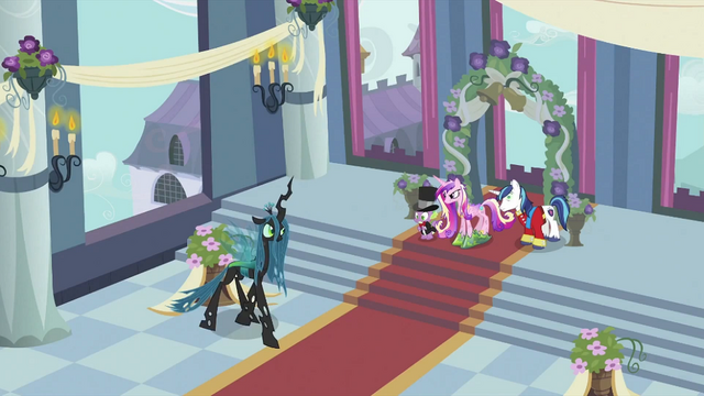 File:Chrysalis walking S2E26.png