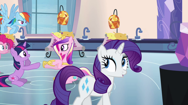 File:Rarity walking through the spa S03E12.png