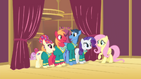 The Ponytones backstage S4E14