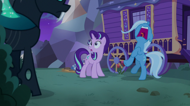 File:Trixie shrieking with fear S6E25.png