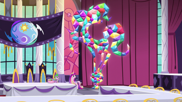 File:Spike and Cadance in the summit hall S5E10.png