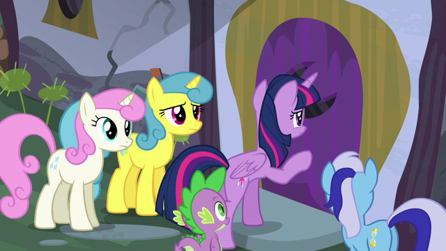 File:Twilight knocks on Moon Dancer's door S5E12.png