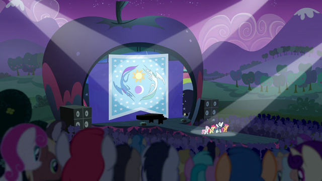 File:Distance view of Rara and CMC singing S5E24.png