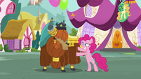 Pinkie rubbing Rutherford S5E11