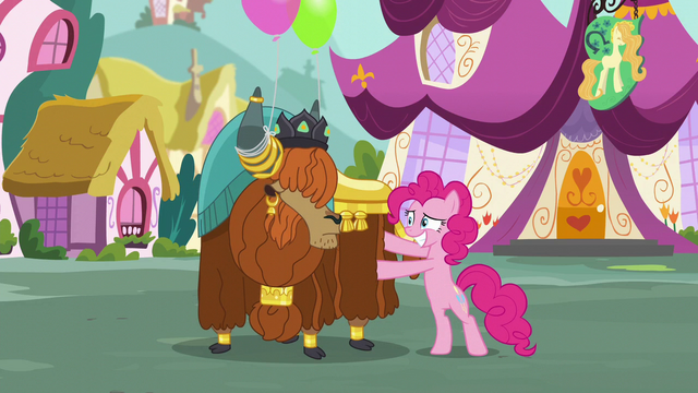 File:Pinkie rubbing Rutherford S5E11.png