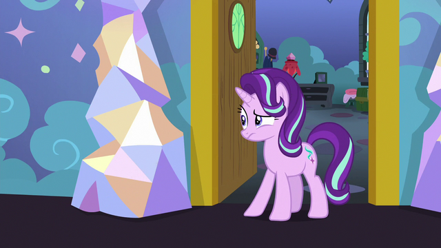 File:Starlight weirded out by Spike's behavior S7E1.png