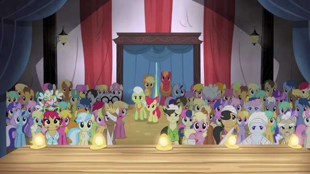 File:The Apples and ponies gathered S4E20.png