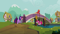 Pinkie Pie Big Mac rope bridge S2E20