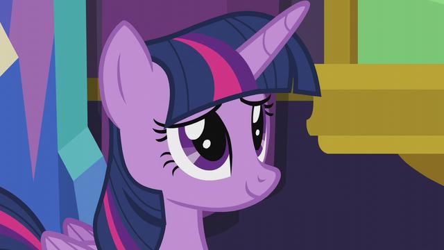 File:Twilight Sparkle in mild amusement S5E20.png