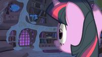 Twilight looking at the door S1E24