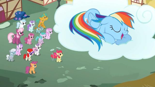 File:Crowd of ponies watch Rainbow Dash sleep S2E6.png