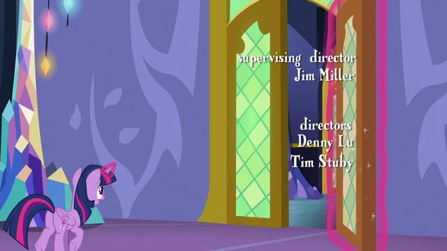 File:Twilight Sparkle opens a castle door S6E22.png