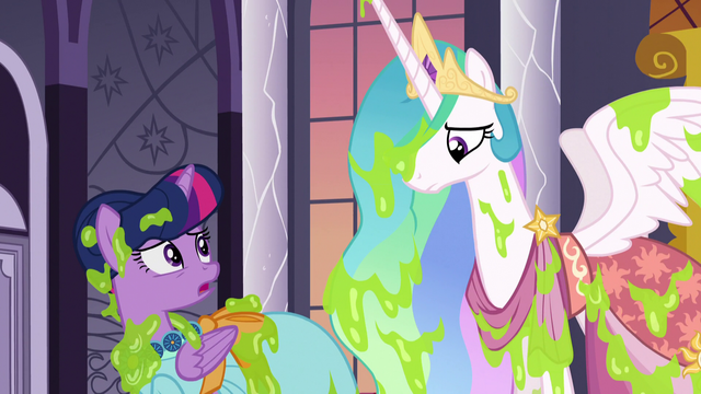 File:Twilight turns to Celestia for help S5E7.png