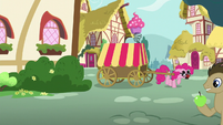 Pinkie walks backwards from the tree S5E19