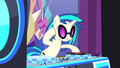 DJ Pon-3 starting the party S7E1.png
