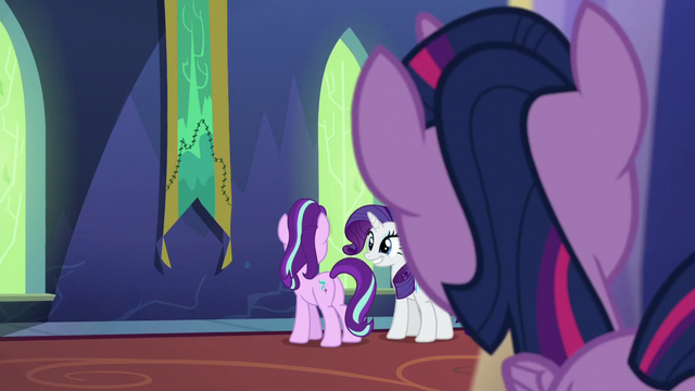 File:Twilight observing Starlight and Rarity S6E21.png