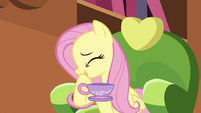 Fluttershy can't hold in her laughter S5E7