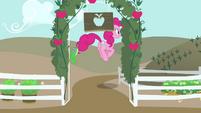 Pinkie Pie hopping away S4E03