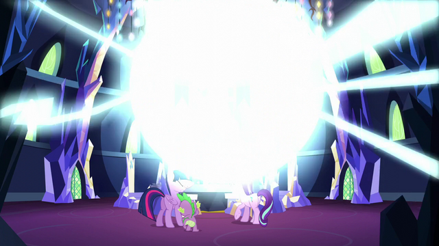 File:A shining bright light appears out from the portal S5E26.png
