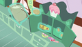 Baking supplies floating out of the cabinet S6E6.png
