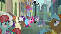 Pinkie fires her party cannon S6E3