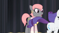 Prim sees Rarity running away S4E08