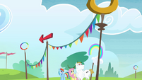 Rainbow, Fluttershy and Bulk looking up S4E10
