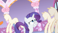 Rarity dodging balls of yarn S1E17