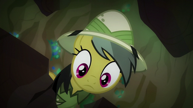 File:Daring Do looking down S6E13.png
