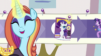 "Sassy sticks a pin in ""Cosmare Cover Pony"" step S5E14"