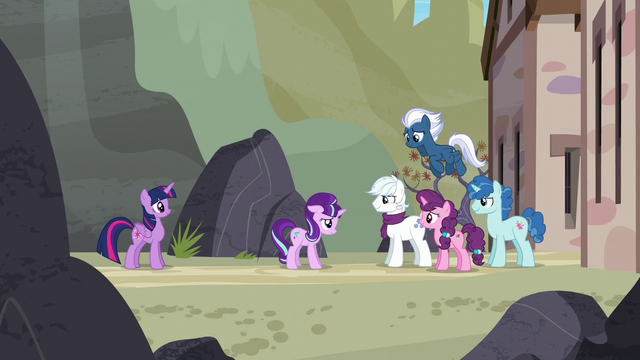 File:Our Town ponies smile at Starlight S5E26.png
