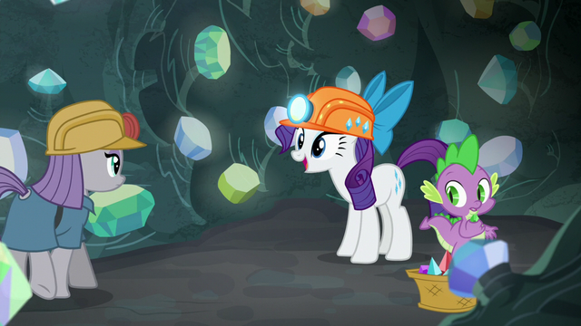 File:Rarity happy to see Maud Pie S7E4.png