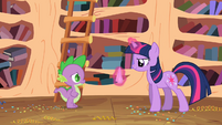 Twilight brings a wash cloth for Spike S2E10