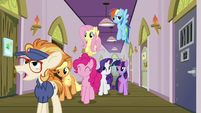 Mane Six arrive at Manehattan Escapes S7E2
