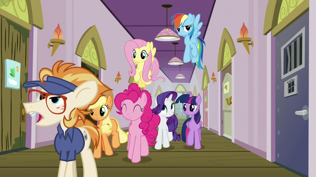 File:Mane Six arrive at Manehattan Escapes S7E2.png
