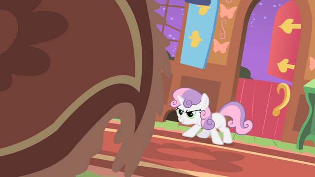 File:Sweetie Belle stares down the 'creature' S01E17.png
