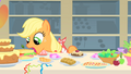Applejack doesn't know what to eat first 2 S01E22.png