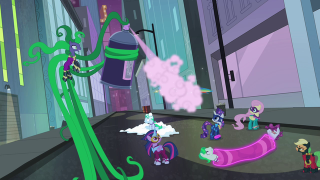 File:Mane-iac sprays Rainbow Dash S4E06.png