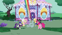 Rainbow flies off S4E21