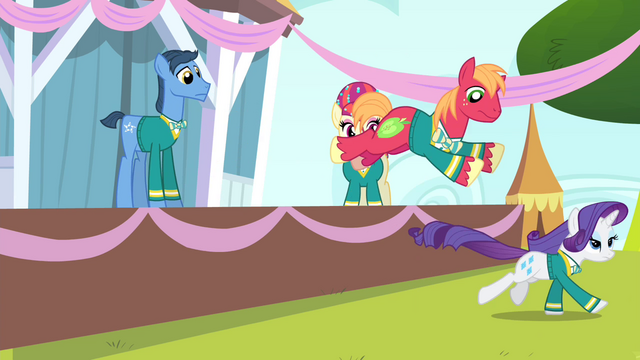 File:Rarity and Big Mac running S4E14.png