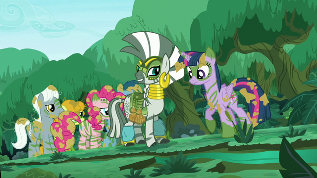File:Twilight directs her eyes to the stream S5E26.png