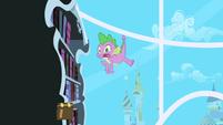 Spike falling S1E01