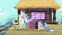 Discord on a bed S4E11