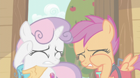Sweetie Belle and Scootaloo shield their eyes S6E4