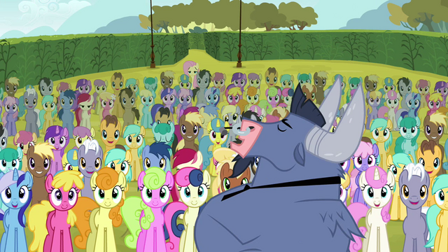 File:Iron Will and background ponies.png