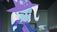 Trixie pointing at Twilight EG2