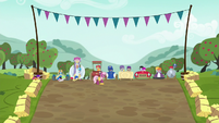 Cutie Mark Crusaders gallop to their carts S6E14