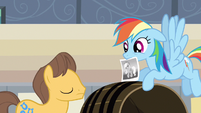 Rainbow Dash trying to find Applejack S2E14